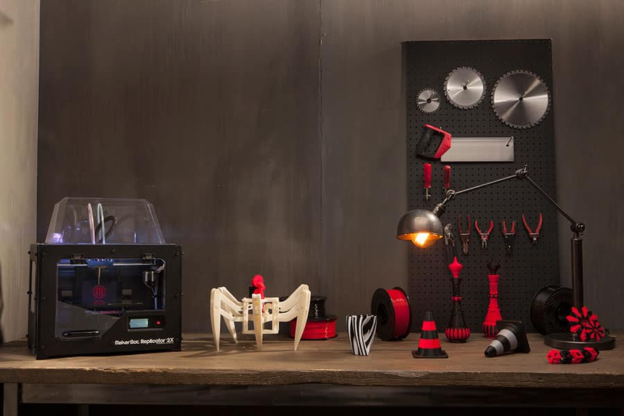 imprimante 3D Makerbot Replicator 2X with 3Dprinted objects